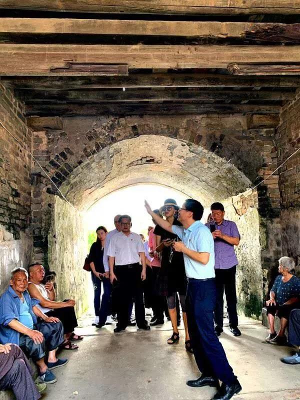 李方悦女士、陈柳泉先生一行考察赣州市定南县 获颁政府文化顾问